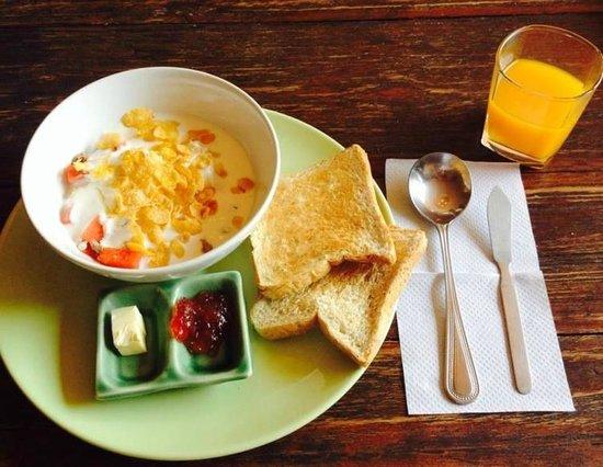 Anoma Boutique House: śniadanie