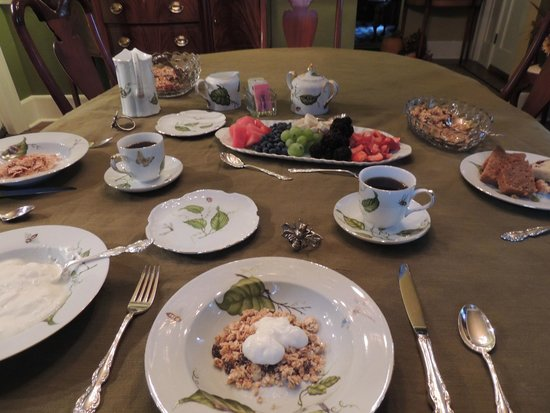 Sidwell Friends Bed and Breakfast : First course for breakfast: granola, fruit, breads