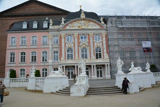 Kurfürstliches Palais: Дворец