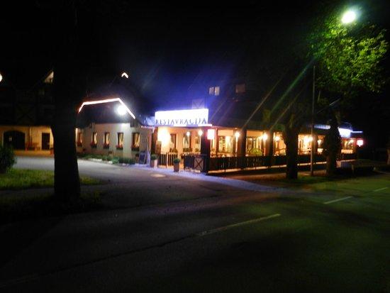 Hotel-Pension Tripic: vista serale hotel