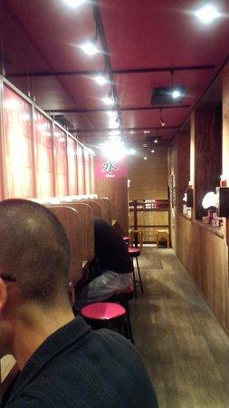 Ichiran Hiratsuka-branch: 店内