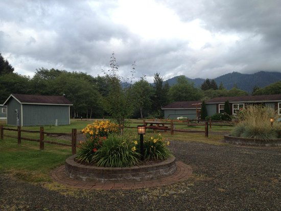 Quinault River Inn: outside