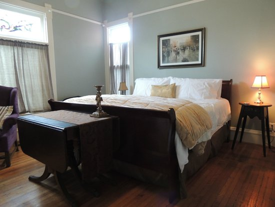 Nestle Inn Bed and Breakfast: First floor room