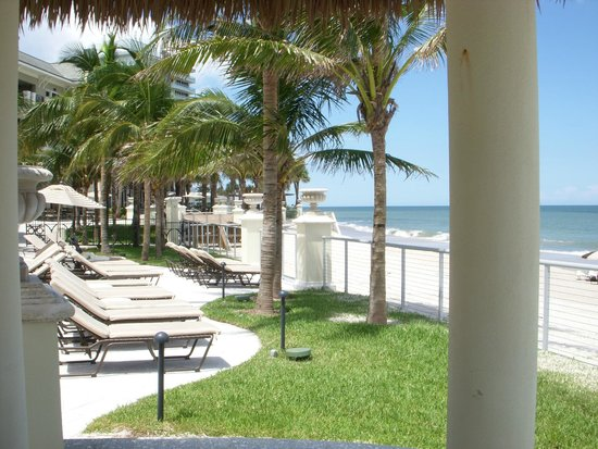 Cobalt Restaurant and Lounge - Vero Beach Hotel and Spa : view from the pool deck of the vero beach hotel
