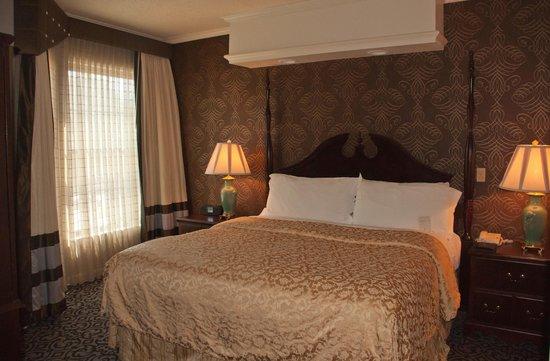The Inn At Fox Hollow Hotel: Spacious Bedroom