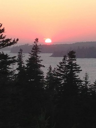 Nebo Lodge: Don't miss the sunset on Ames Knob ~1 mile from the inn.