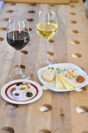 Ravines Wine Cellars: Artisan chocolate & local farmstead cheese pairings.