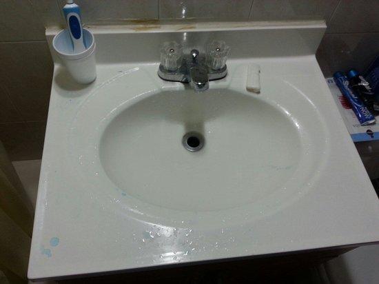 Motel Bianco : Le lavabo ete fais tout les 3 jour
