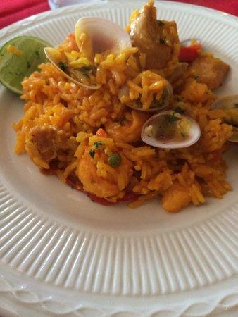 Meson Espanol: Paella especial, buen toque español
