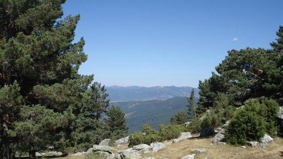 Posada Real LA ALMAZUELA: Vista sobre Sierra de la Demanda, desde Laguna Negra de Neila