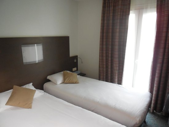 Kyriad La Rochelle Centre : Our room