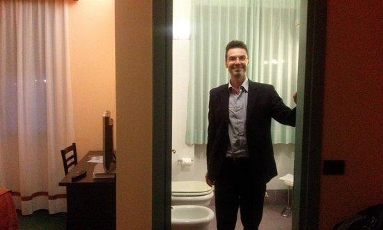 Hotel Vittoria: FRANK DI WIKITALIA.NET E IL BAGNO.