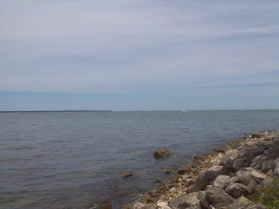 Lakeside Chautauqua: Lake Erie shore in Lakeside, Oct 2014