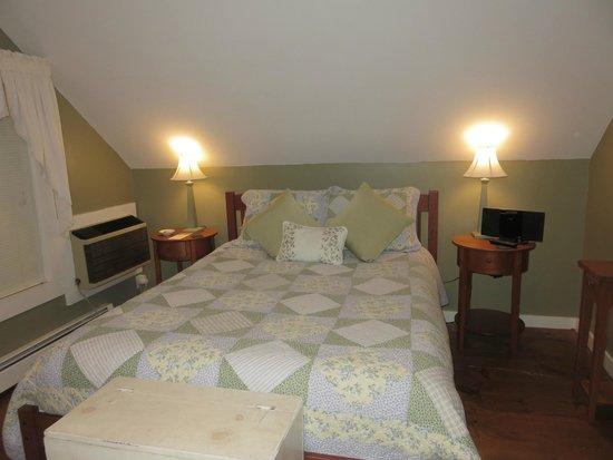 Brass Lantern Inn: Mount Mansfield Room