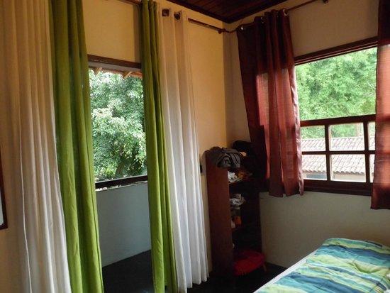 Overnativa Green Hostel: Quarto varanda