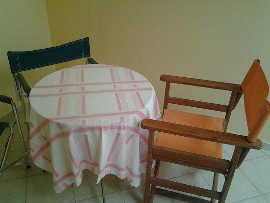 Afroditi Hotel: Patio area