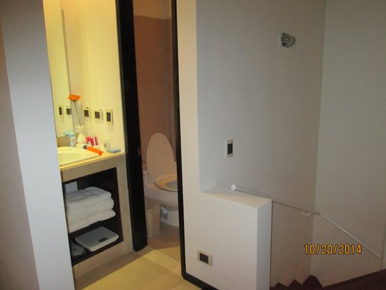 Madisson Inn Hotel & Luxury Suites: Bathroom Area