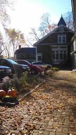 Black Walnut Inn: The Grounds