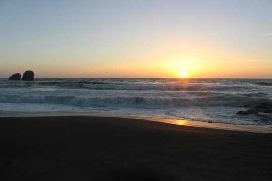 Holiday Inn Express Hotel & Suites Pacifica: Beach is awesome, close and relaxing!