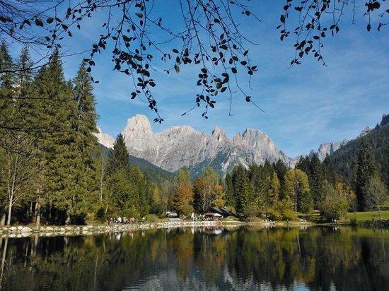 Tonadico, Italia: Lago Welsperg - panorama