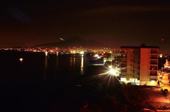 Hotel Miramare Stabia: Il Vesuvio e il golfo dalla stanza 509