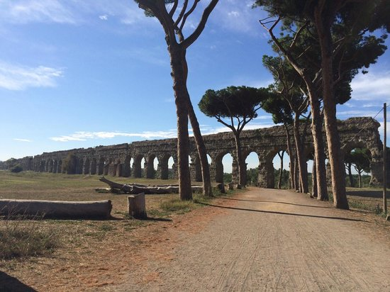 Aim Limo Rome Tours : Ancient Aqueduct