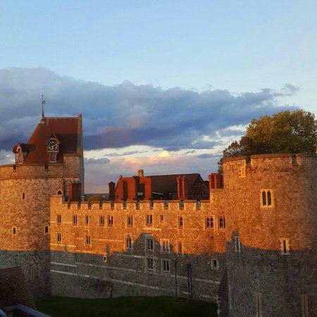 Clarion Collection Harte & Garter Hotel & Spa: Castle view from hotel
