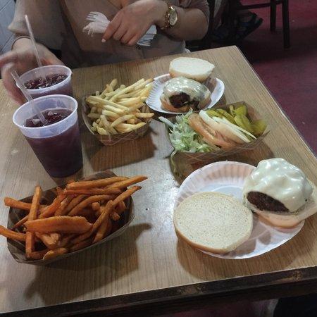 El Hamburger: Food was amazing and affordable.
