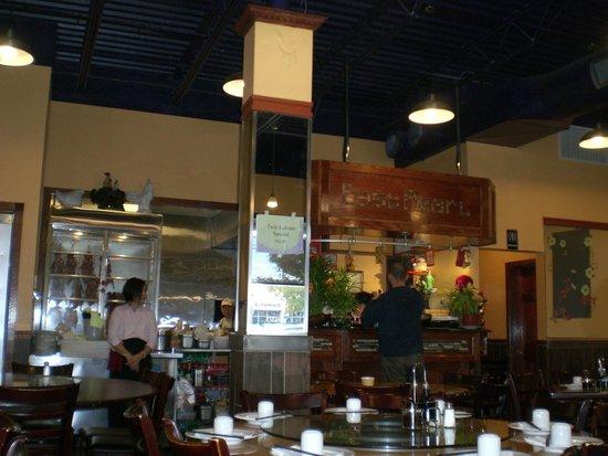 East Pearl Restaurant: View inside the restaurant