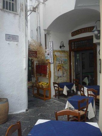 La Taverna di Masaniello: La collocazione( visuale esterna del ristorante)