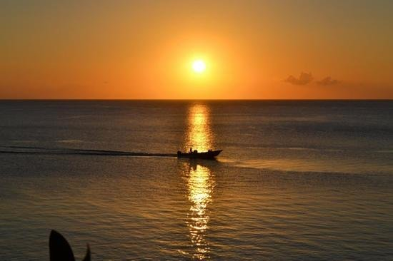 Captain Ron's Hideaway : sunset's are breathtaking!