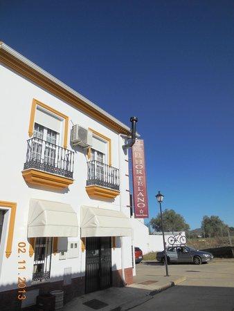 El Hortelano: Exterior
