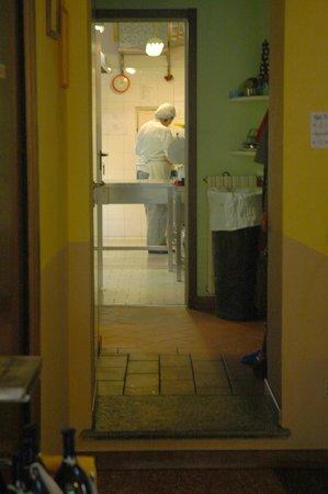 L'Inedito Vigin Mudest: Cooks at work in the kitchen