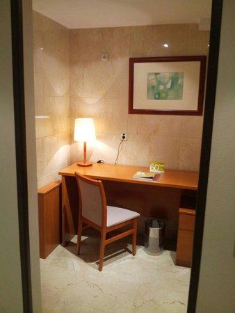 Exe Gran Hotel Almenar: Despacho