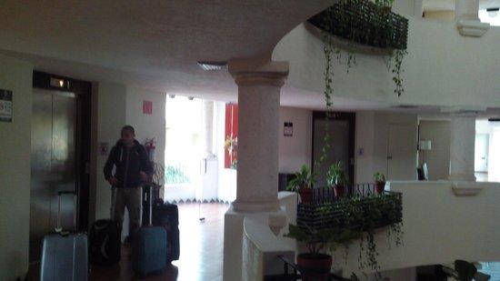 Adhara Hacienda Cancun: Atrio