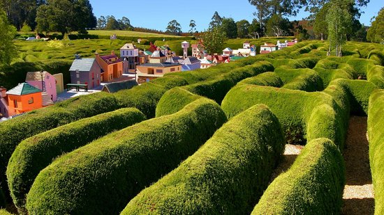 Promised Land, Australia: Confusion Maze and the Village of Lower Crackpot