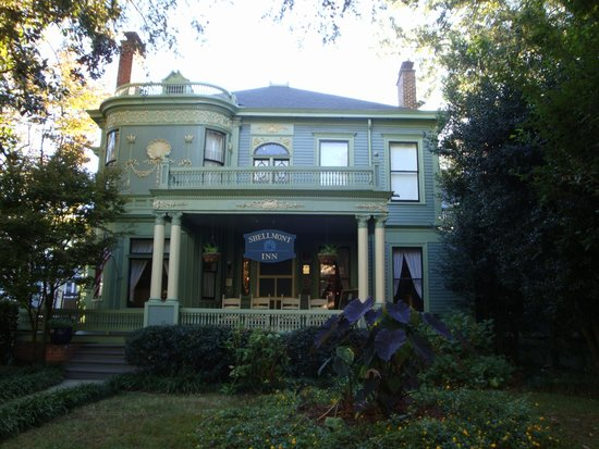 Shellmont Inn Bed and Breakfast: Front View