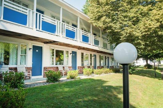 Americas Best Value Inn & Cottages : Building