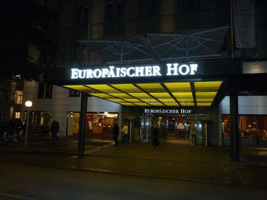 Hotel Europäischer Hof: Front of hotel, night view