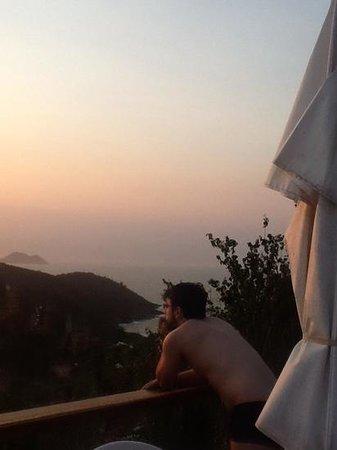 Pousada Santorini: por do sol no deck da pousada