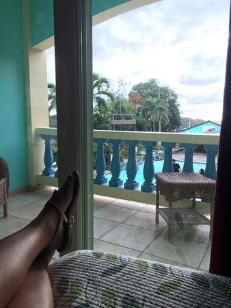 Lazy Parrot Inn: Vista desde mi cama.
