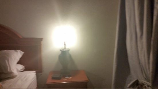 Ocala Inn: Nice lamp on nightstand