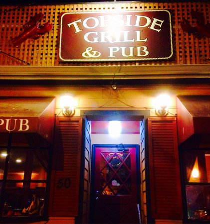 Topside Grill and Pub: Entrance