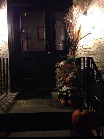 C Salt Wine Bar & Grille: Beautiful Halloween display outside