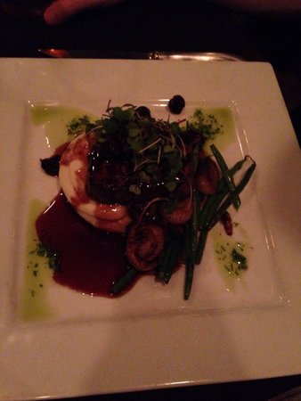 C Salt Wine Bar & Grille: Fillet mignon with whipped potatoes