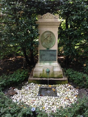 Gramercy Park: Memorial