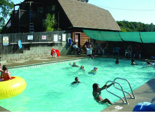 Angels Camp RV and Camping Resort: Seasonal Pool -- Great Place To Cool Off!