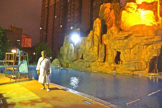 Tongcheng Hot Spring Hotel: outdoor landscape
