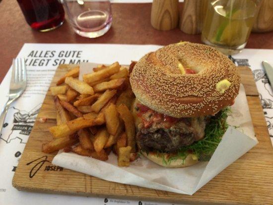 big beef brioche bagel burger lecker foto di joseph backerei patisserie bistro vienna. Black Bedroom Furniture Sets. Home Design Ideas