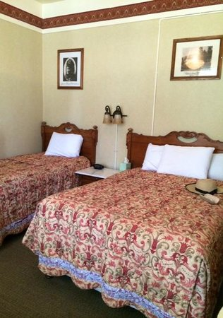 Wonderful Big Trees Lodge: Double Bed And Single Bed Room
